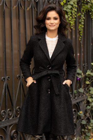 Palton evazat negru elegant fabricat din lana prevazut cu cordon si buzunare discrete ce se inchide cu trei nasturi Sonia