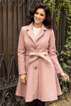 Palton evazat roz pudra elegant fabricat din lana prevazut cu cordon si buzunare discrete ce se inchide cu trei nasturi Sonia