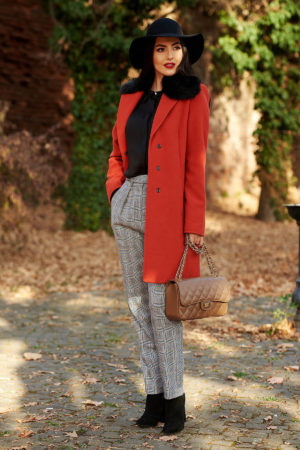 Palton caramiziu elegant din stofa groasa cu lana prevazut cu guler din blana detasabila si buzunare interioare StarShinerS
