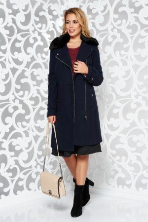 Palton dama lung albastru inchis casual office cambrat pe talie realizat din material gros cu striatii prevazut cu guler din blana ecologica