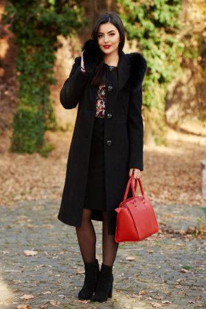 Palton negru elegant cu guler detasabil din blana naturala realizat din stofa bucle cu continut de lana calduroasa pe captuseala matlasata