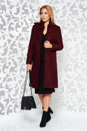 Palton lung elegant din brocart visiniu cu negru cu model geometric in relief prevazut cu guler tunica si accesoriu tip funda