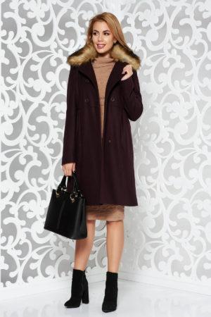 Palton dama visiniu elegant de ocazie cu o croiala feminina in A realizat din lana calduroasa si accesorizat cu blana ecologica