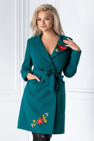 Pardesiu verde elegant de dama cu broderie florala si rever adanc in forma de V ce se inchide cu nasturi in fata Eliza