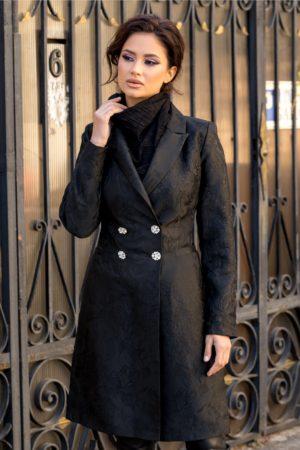 Trenci evazat negru elegant de iarna realizat din jacard cu broderie deosebita si accesorizat cu patru nasturi in talie