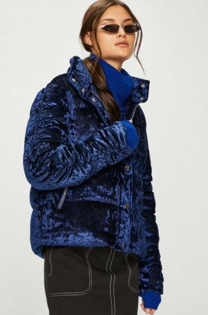 Geaca dama Answear albastru inchis realizata din material catifelat extrem de calduroasa si moderna