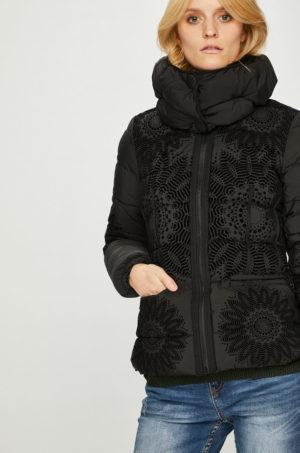 Geaca de dama Desigual scurta neagra cu insertii decorative si blanita pe interior perfecta pentru primavara toamna