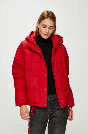 Geaca rosie Vero Moda ieftina cu gluga si mansete perfecta pentru zilele reci