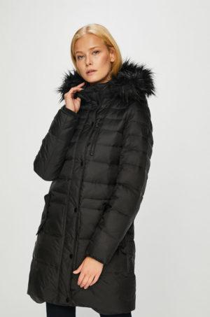 Geaca neagra de puf ieftina Vero Moda matlasata si imblanita pentru iarna cu gluga detasabila